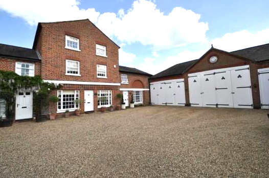 PRIVATE GATED DEVELOPMENT OF 5 GRADE 2 LISTED HOUSES AT BROXBOURNE GOLF AND COUNTRY CLUB